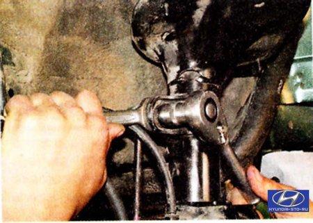 Tucson –  Ходовая часть –  Задняя подвеска –  Замена деталей стабилизатора поперечной устойчивости задней подвески