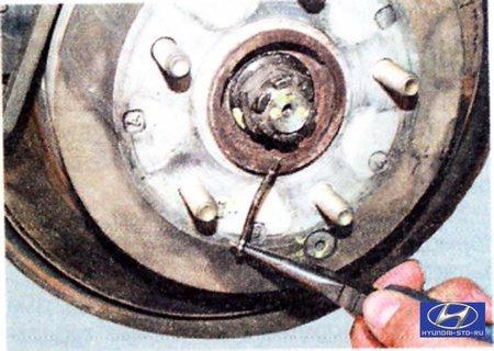 Tucson –  Ходовая часть –  Задняя подвеска –  Снятие и установка кулака задней подвески